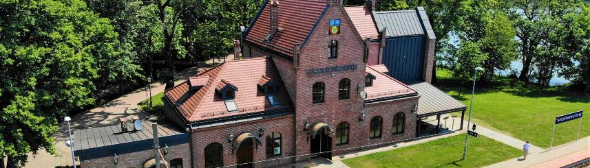 Zdjęcie przedstawia Stary Dworzec w Goczałkowicach-Zdroju z lotu ptaka